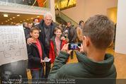 Österreich - Brasilien (VIP) - Ernst Happelstadion - Di 18.11.2014 - Toni POLSTER macht Fotos mit Fans28