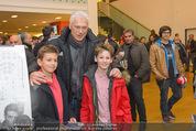 Österreich - Brasilien (VIP) - Ernst Happelstadion - Di 18.11.2014 - Toni POLSTER macht Fotos mit Fans29