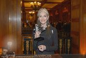 Haute Couture Award - Park Hyatt Hotel - Mi 26.11.2014 - Eveline HALL mit Award78