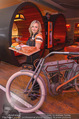 Opening - Steakhouse - Do 27.11.2014 - Kellnerin Wilma35