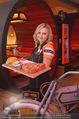 Opening - Steakhouse - Do 27.11.2014 - Kellnerin Wilma36