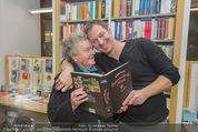 Bernie Rieder Buchpräsentation - Morawa - Do 27.11.2014 - Bernie RIEDER mit Oma Steffi (Stefanie) RIEDER12