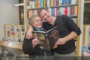 Bernie Rieder Buchpräsentation - Morawa - Do 27.11.2014 - Bernie RIEDER mit Oma Steffi (Stefanie) RIEDER13