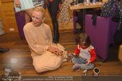 ZuKi Charity - Amterl - Do 04.12.2014 - Jenny ELVERS mit (fremdem) Kind Isabella115