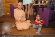 ZuKi Charity - Amterl - Do 04.12.2014 - Jenny ELVERS mit (fremdem) Kind Isabella117