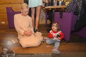ZuKi Charity - Amterl - Do 04.12.2014 - Jenny ELVERS mit (fremdem) Kind Isabella118