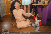 ZuKi Charity - Amterl - Do 04.12.2014 - Jenny ELVERS mit (fremdem) Kind Isabella119