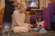 ZuKi Charity - Amterl - Do 04.12.2014 - Jenny ELVERS mit (fremdem) Kind Isabella120