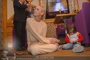 ZuKi Charity - Amterl - Do 04.12.2014 - Jenny ELVERS mit (fremdem) Kind Isabella121