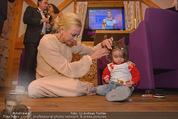 ZuKi Charity - Amterl - Do 04.12.2014 - Jenny ELVERS mit (fremdem) Kind Isabella123