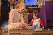 ZuKi Charity - Amterl - Do 04.12.2014 - Jenny ELVERS mit (fremdem) Kind Isabella124