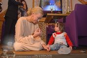 ZuKi Charity - Amterl - Do 04.12.2014 - Jenny ELVERS mit (fremdem) Kind Isabella125