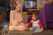 ZuKi Charity - Amterl - Do 04.12.2014 - Jenny ELVERS mit (fremdem) Kind Isabella126