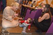 ZuKi Charity - Amterl - Do 04.12.2014 - Jenny ELVERS, Mariana ZWEYM�LLER mit Kind Isabella128