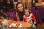 ZuKi Charity - Amterl - Do 04.12.2014 - Marina ZWEYM�LLER mit Kind Isabella139
