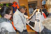 Snow Mobile Tag 2 - Saalbach - Sa 06.12.2014 - Dieter BOHLEN beim Shoppen102