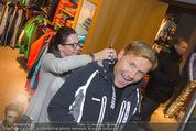 Snow Mobile Tag 2 - Saalbach - Sa 06.12.2014 - Dieter BOHLEN beim Shoppen107