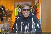 Snow Mobile Tag 2 - Saalbach - Sa 06.12.2014 - Dieter BOHLEN beim Shoppen109