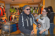 Snow Mobile Tag 2 - Saalbach - Sa 06.12.2014 - Dieter BOHLEN beim Shoppen111