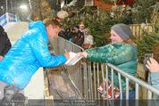 Snow Mobile Tag 2 - Saalbach - Sa 06.12.2014 - Dieter BOHLEN schreibt Autogramme171
