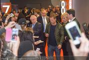 Kinopremiere ´Honig im Kopf´ - Cineplexx Donauplex - Mi 17.12.2014 - Til SCHWEIGER gibt Autogramme, Fans12