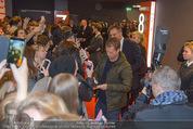 Kinopremiere ´Honig im Kopf´ - Cineplexx Donauplex - Mi 17.12.2014 - Til SCHWEIGER gibt Autogramme, Fans13