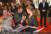 Kinopremiere ´Honig im Kopf´ - Cineplexx Donauplex - Mi 17.12.2014 - Til SCHWEIGER gibt Autogramme, Fans18