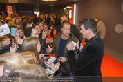 Kinopremiere ´Honig im Kopf´ - Cineplexx Donauplex - Mi 17.12.2014 - Til SCHWEIGER gibt Autogramme, Fans3