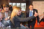 Kinopremiere ´Honig im Kopf´ - Cineplexx Donauplex - Mi 17.12.2014 - Til SCHWEIGER macht Selfie mit Fan37
