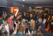 Kinopremiere ´Honig im Kopf´ - Cineplexx Donauplex - Mi 17.12.2014 - Til SCHWEIGER gibt Autogramme, Fans43