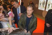 Kinopremiere ´Honig im Kopf´ - Cineplexx Donauplex - Mi 17.12.2014 - Til SCHWEIGER gibt Autogramme, Fans5