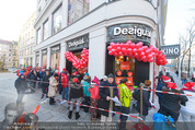 Seminaked in Red - Desigual - Sa 27.12.2014 - Kunden in Unterw�sche21