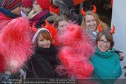 Seminaked in Red - Desigual - Sa 27.12.2014 - Kundenandrang vor Laden�ffnung42