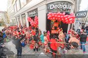 Seminaked in Red - Desigual - Sa 27.12.2014 - Kunden in Unterw�sche st�rmen das Gesch�ft63