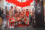 Seminaked in Red - Desigual - Sa 27.12.2014 - Kunden in Unterw�sche st�rmen das Gesch�ft78