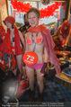 Seminaked in Red - Desigual - Sa 27.12.2014 - Kunden in Unterw�sche85