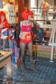 Seminaked in Red - Desigual - Sa 27.12.2014 - Kunden in Unterw�sche87