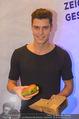 Grand Royal Präsentation - McDonalds Filiale - Mi 07.01.2015 - MIRO (Austrias Next Topmodel Kandidat) mit Burger25