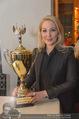 Schiller Neujahrscocktail - Hilton am Stadtpark - Do 08.01.2015 - Kathrin GLOCK mit Pokal, Auszeichnung53