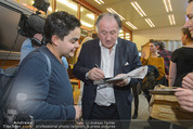 Peter Weibel Konzert - 21er Haus - Sa 10.01.2015 - Peter WEIBEL gibt Autogramme82