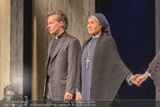 Premiere ´Zweifel´ - Stadttheater Walfischgasse - Mi 14.01.2015 - Anita AMMERSFELD als Nonne (B�hnenfoto), Alexander ROSSI2