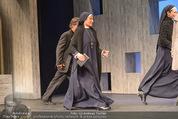 Premiere ´Zweifel´ - Stadttheater Walfischgasse - Mi 14.01.2015 - Anita AMMERSFELD als Nonne (B�hnenfoto)3