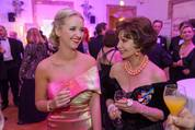114. Zuckerbäckerball - Hofburg - Do 15.01.2015 - Cathy LUGNER, Edith LEYRER19
