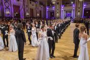114. Zuckerbäckerball - Hofburg - Do 15.01.2015 - Balleröffnung, Debüdanten, Einzug, tanzen, Tanzpaare49