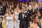 114. Zuckerbäckerball - Hofburg - Do 15.01.2015 - Balleröffnung, Debüdanten, Einzug, tanzen, Tanzpaare53