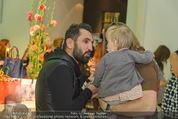 Humanic - Labstelle W1 - Di 27.01.2015 - Fadi MERZA mit (fremdem) Baby, Kleinkind78