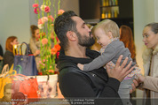 Humanic - Labstelle W1 - Di 27.01.2015 - Fadi MERZA mit (fremdem) Baby, Kleinkind80