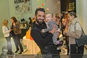 Humanic - Labstelle W1 - Di 27.01.2015 - Fadi MERZA mit (fremdem) Baby, Kleinkind82