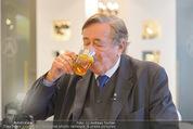 Lugner Ballkleid Anprobe - Popp & Kretschmer - Mo 02.02.2015 - Richard LUGNER (ist verk�hlt und trinkt Tee)2