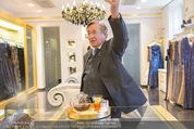 Lugner Ballkleid Anprobe - Popp & Kretschmer - Mo 02.02.2015 - Richard LUGNER (ist verk�hlt und trinkt Tee)3